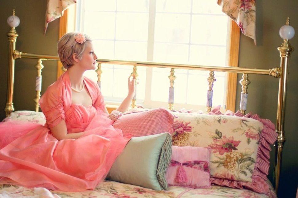 Žena v ložnici
